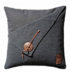 Knit Factory gebreid kussen 50x50 gerstekorrel