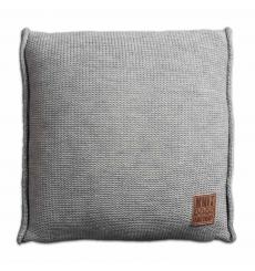 Knit Factory gebreid kussen uni lichtgrijs 50x50